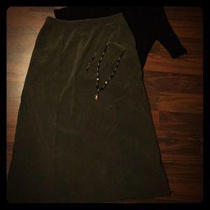 🐘 White Stag Olive Green Long Skirt